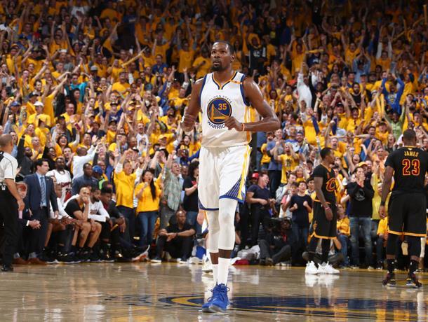 Durant firma por dos años y US$53 millones con Warriors