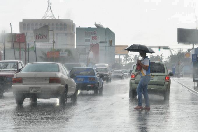 Vaguada y onda tropical provocarán aguaceros y ráfagas de viento en el país