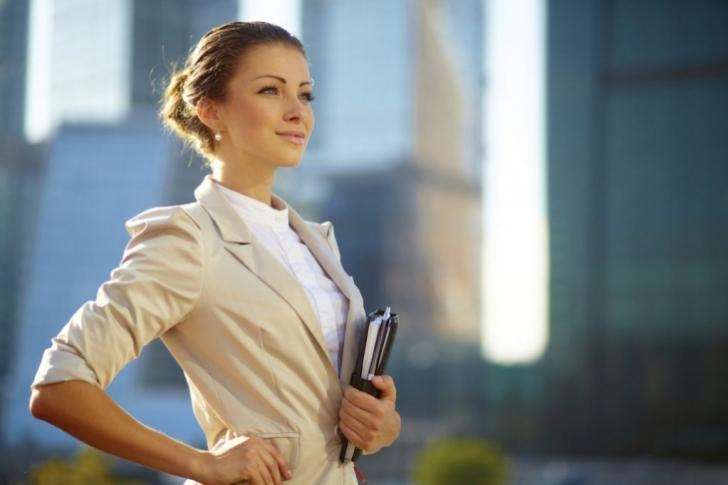Por qué las mujeres exitosas y guapas suelen tener novios mediocres?