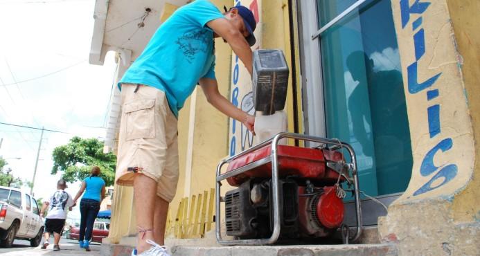 Comerciantes calculan pérdidas de 25% de ventas por apagones