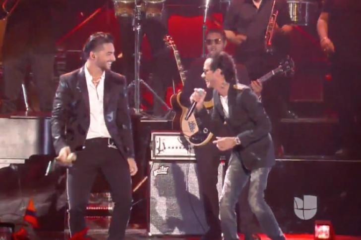 Maluma y Marc Anthony cantan Felices los 4 en Premios Juventud