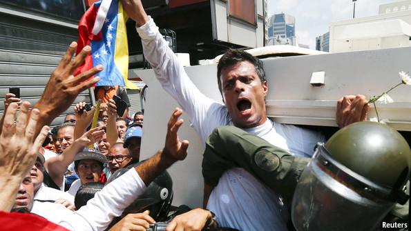 Leopoldo López sale de la prisión; es puesto en arresto domiciliario