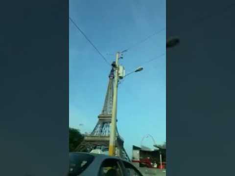 Joven intenta lanzarse de réplica de la Torre Eiffel en la 27 de Febrero DE ULTIMO MINUTO  OTRO DITO LOCOOOO