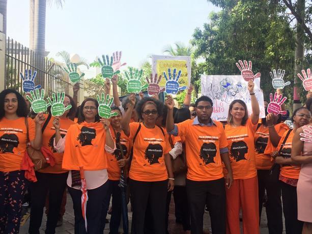 Mujeres se plantan frente al Congreso por la despenalización del aborto en tres causales