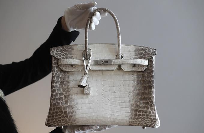 Carteras de lujo: un símbolo de estatus que obsesiona a las mujeres A TODAS SIN EXCEPCION SON UNAS ENFERMAS