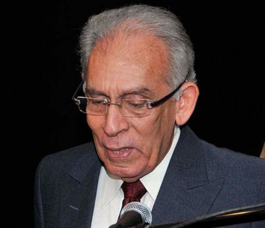 Muere escritor y experimentado crítico de cine Armando Almánzar