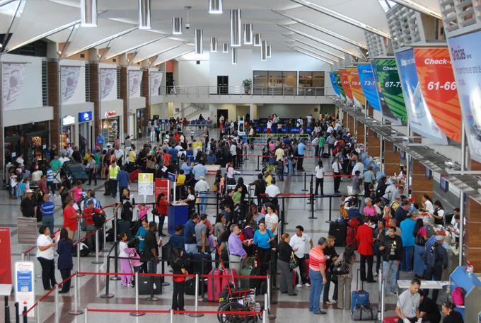 Autoridades de RD buscan salida a medida que prohíbe dispositivos electrónicos en aviones