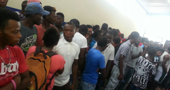 Apresan más de 200 de haitianos ilegales y ocupan armas y drogas en zona turística de Bávaro