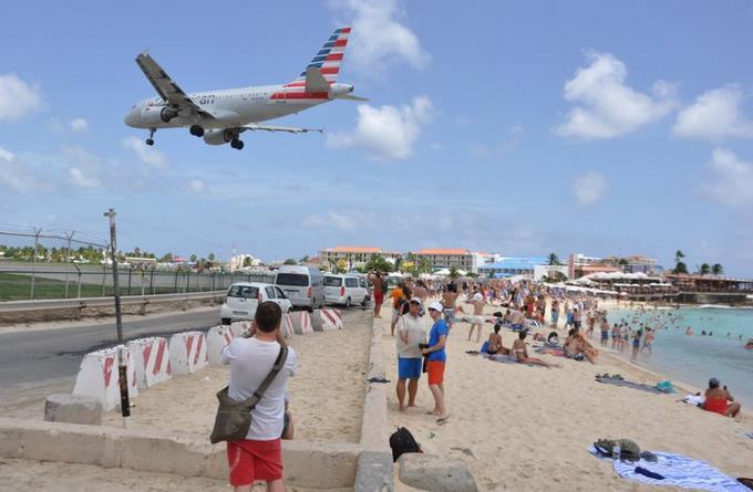 Muere turista en St. Martin por chorro de aire de avión ES QUE INVENTAN MUCHO DIOSSSS