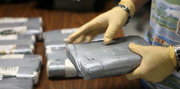 Ocupan 14 kilos cocaína transportaban dos hombres en autobús del transporte público