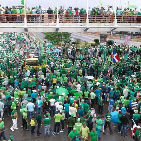 Cientos desafían las lluvias y marchan contra la impunidad y la corrupción MARCHA VERDE