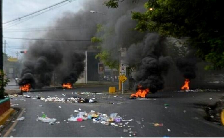 Barrios de Santo Domingo Este sin energía eléctrica; moradores en las calles