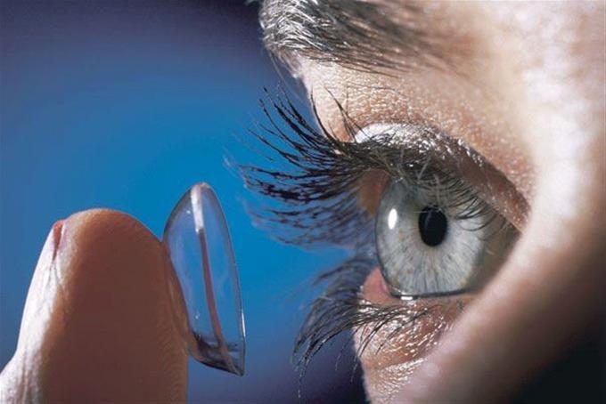 Médicos encuentran 27 lentes de contacto en ojo de una mujer EN INGLATERRA DIME RAPIDOOOOO