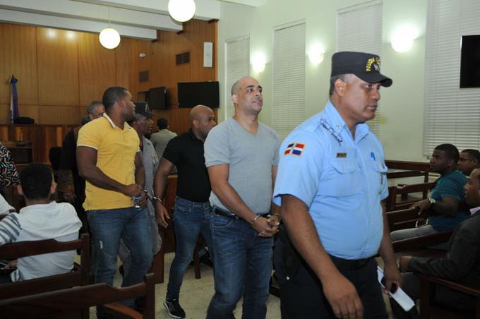 Sentencia en caso Oisoe no satisface a viuda arquitecto CLARO LOS CONDENADOS SON CHIVITOS JARTOS DE JOBO QUE MIERDA DE JUSTICIA EN REPUBLICA DOMINICANA