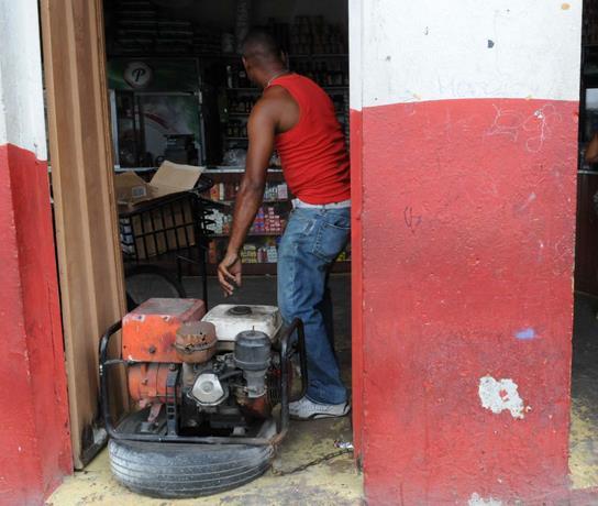 Los apagones trastornan la vida en sectores del DN