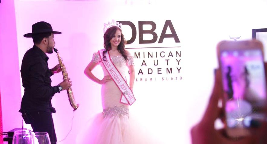 Representante de República Dominicana de Miss Teen Mundial viajó a El Salvador