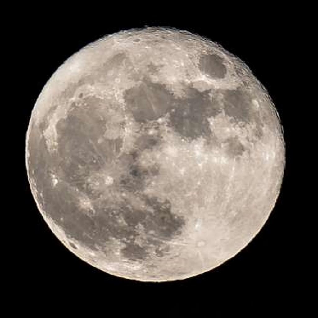 Los científicos hallan nuevas evidencias de agua en el interior de la Luna