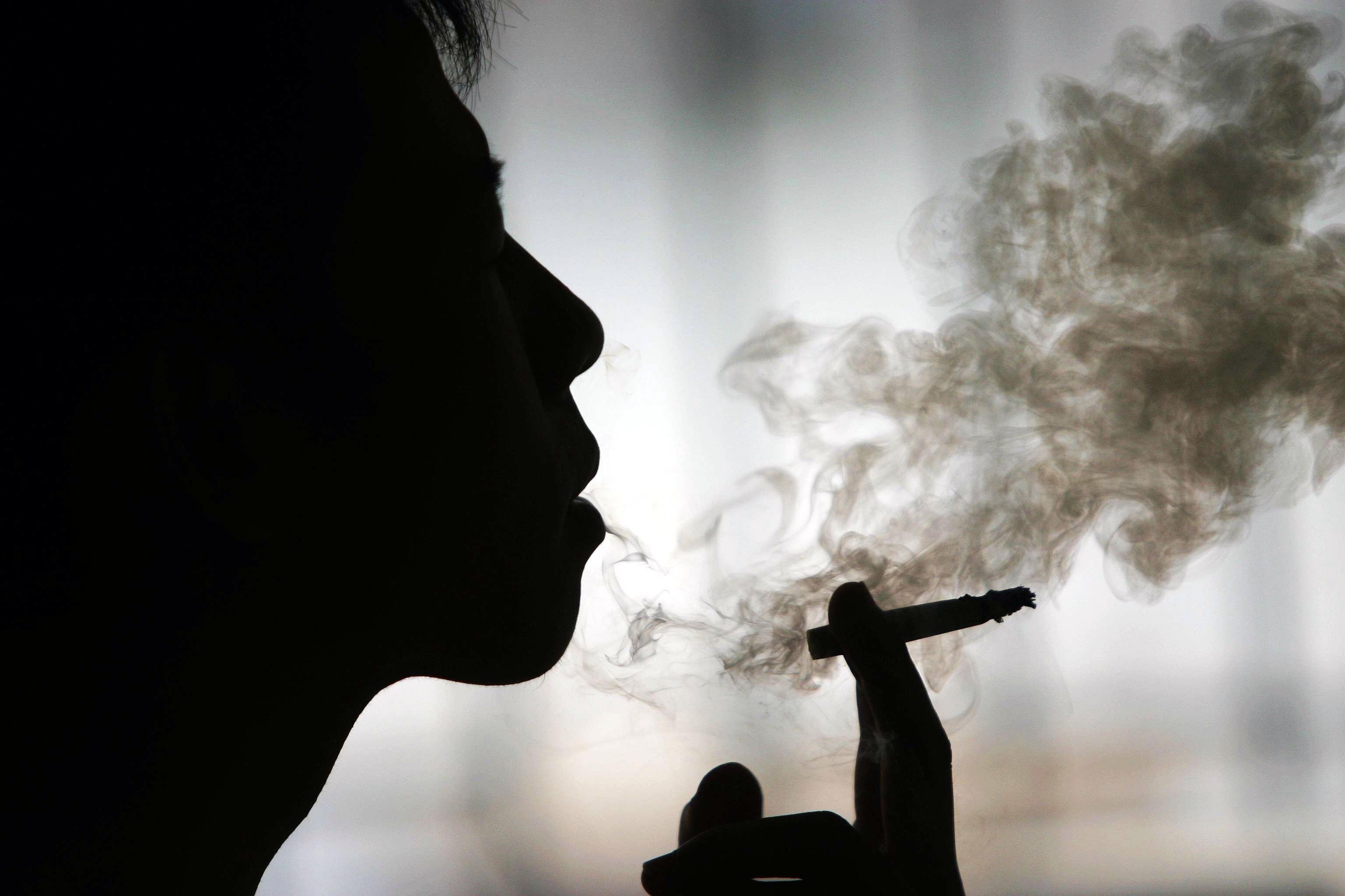 EE.UU. propone reducir la nicotina en los cigarrillos