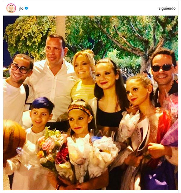 Jennifer López, su novio y Marc Anthony se lucen al lado de sus hijos