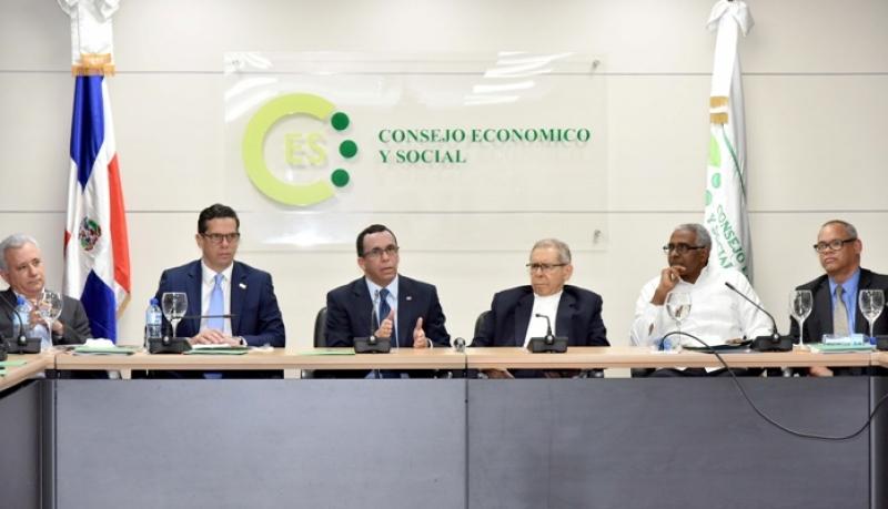 Navarro acuerda con CES proceso de propuesta de nueva ley educación