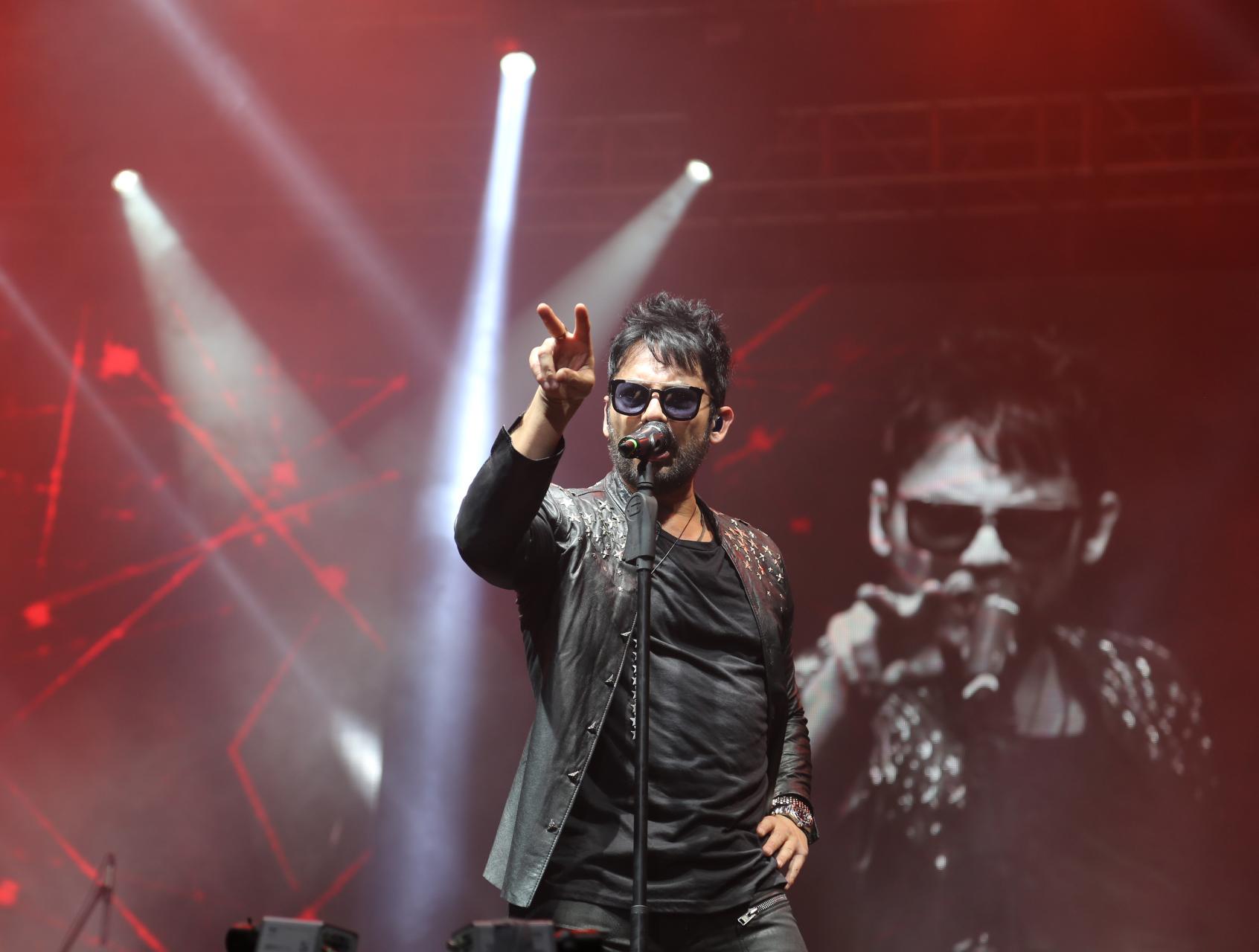 Beto Cuevas anuncia concierto para diciembre en el país