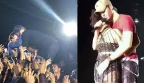 Enrique Iglesias manosea a su telonera en un concierto
