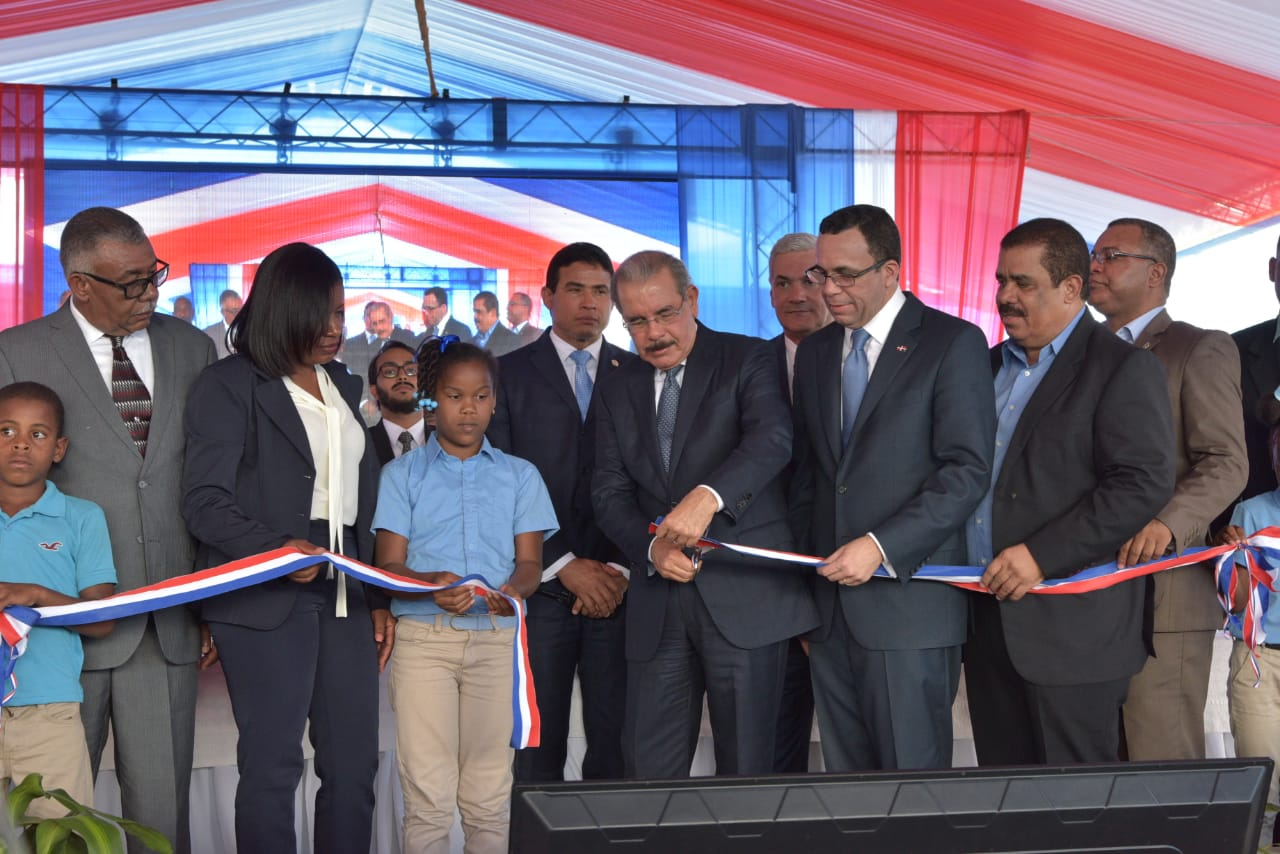 Presidente Danilo Medina entrega un moderno centro educativo del nivel primario en la provincia Elías Piña