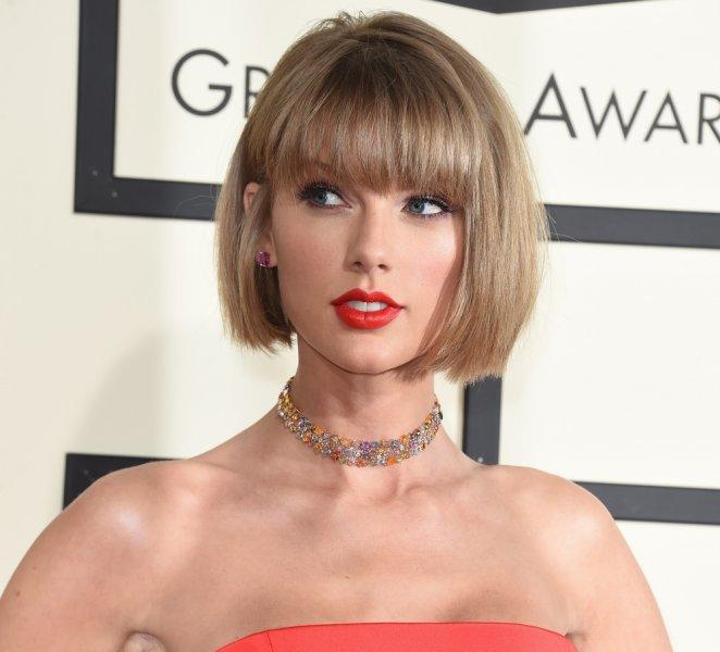 Taylor Swift dona dinero a fanática para pagar cuentas médicas