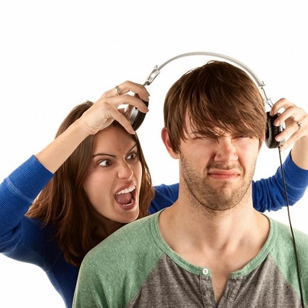 El número de jóvenes con problemas auditivos aumentará en los próximos años por el uso de auriculares