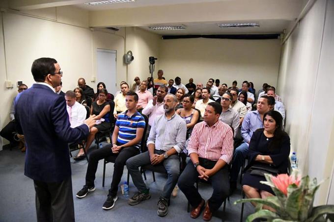 Navarro apoyaría a emprendedores con negocios familiares