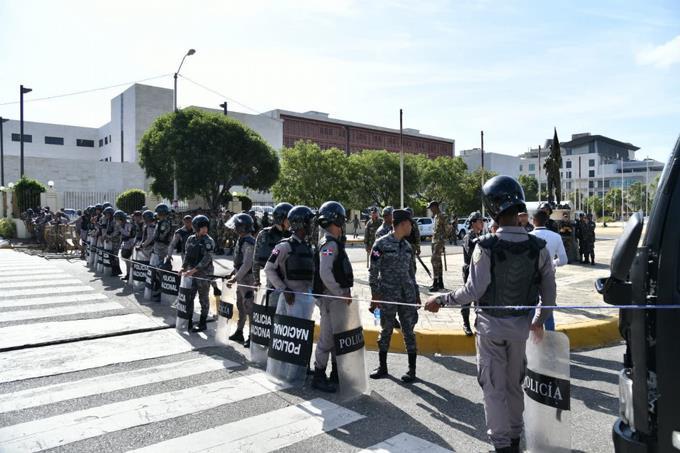 Seguridad en el Congreso ha sido reforzada luego de alerta del ministro de Defensa y director de la Policía