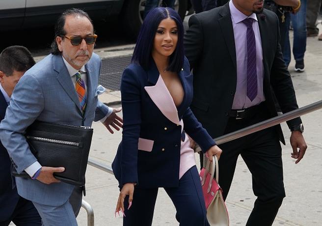 Cardi B se declara inocente de 14 cargos de agresión EN NUEVA YORK