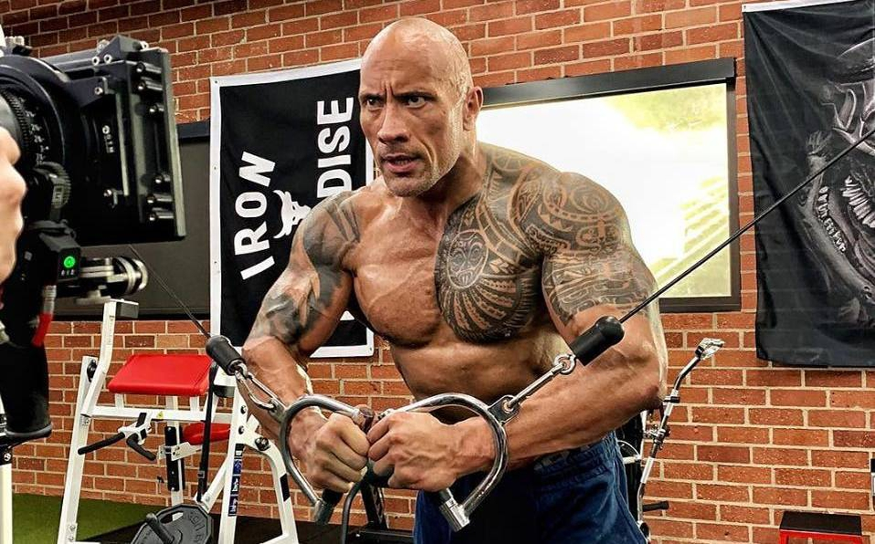 Actor Dwayne Johnson 'la Roca' anuncia su regreso a la lucha libre