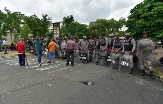 Tres heridos durante protesta entre empleados de la UASD y policías