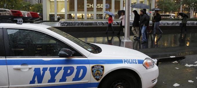 Hombre golpea anciana y le rompe la mandíbula en Nueva York
