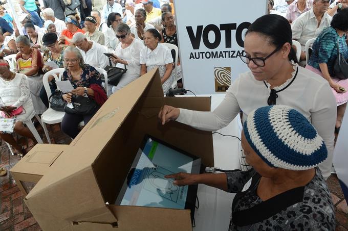 Votar con el sistema automatizado tardaría un minuto con siete segundos
