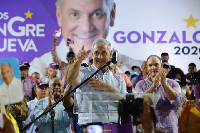 Gonzalo cierra campaña en Barahona, su ciudad natal