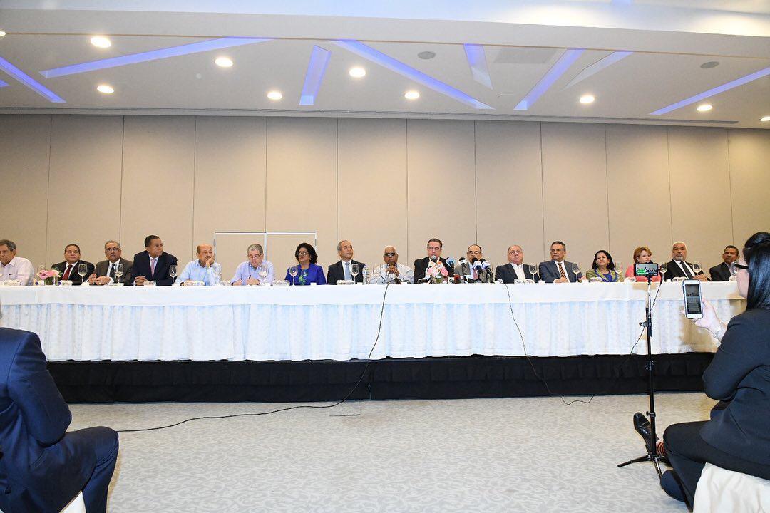 AMPLIA MAYORÍA DEL COMITÉ POLÍTICO DEL PLD FELICITA Y OFRECE RESPALDO AL CANDIDATO OFICIAL GONZALO CASTILLO