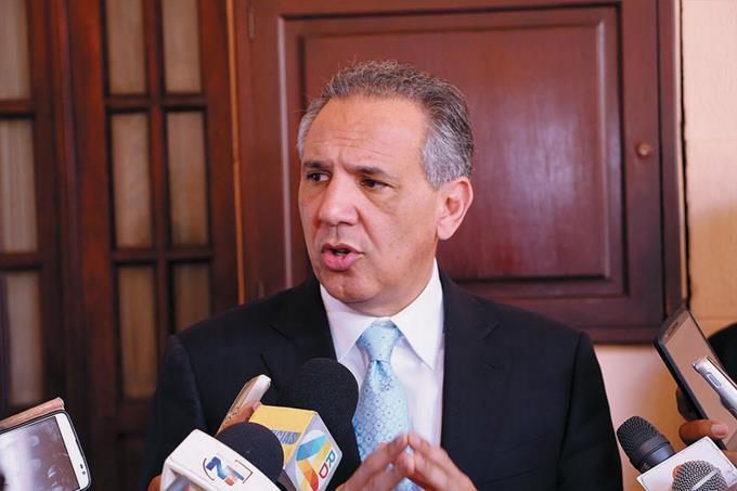 """Peralta lamenta que Leonel esté """"dispuesto a pactar con el PRM"""" solo para sacar al PLD del poder"""