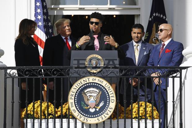 Trump bromea con el pelo de Juan Soto en su visita en la casa blanca #laradio247fm tu emisora