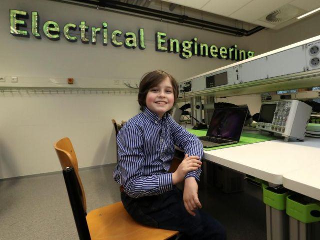 Niño belga de 9 años será el más joven en terminar un grado universitari... https://youtu.be/CbFkIuqhLYk