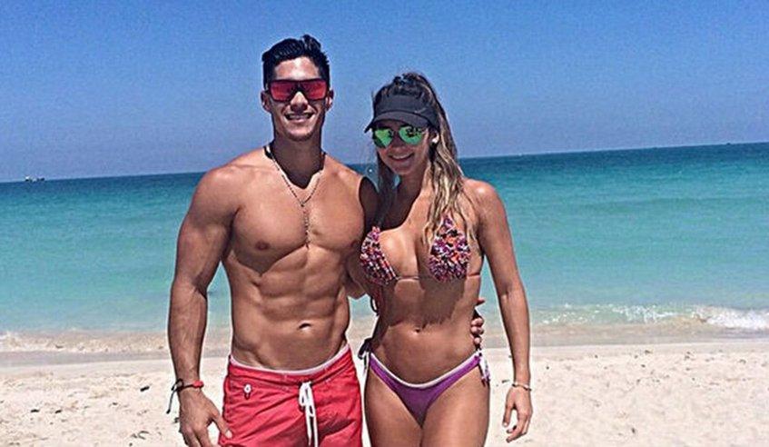 El cantante venezolano Jesús Miranda, conocido popularmente como Chyno le tira peos a su esposa y ella se lo goza Diosss