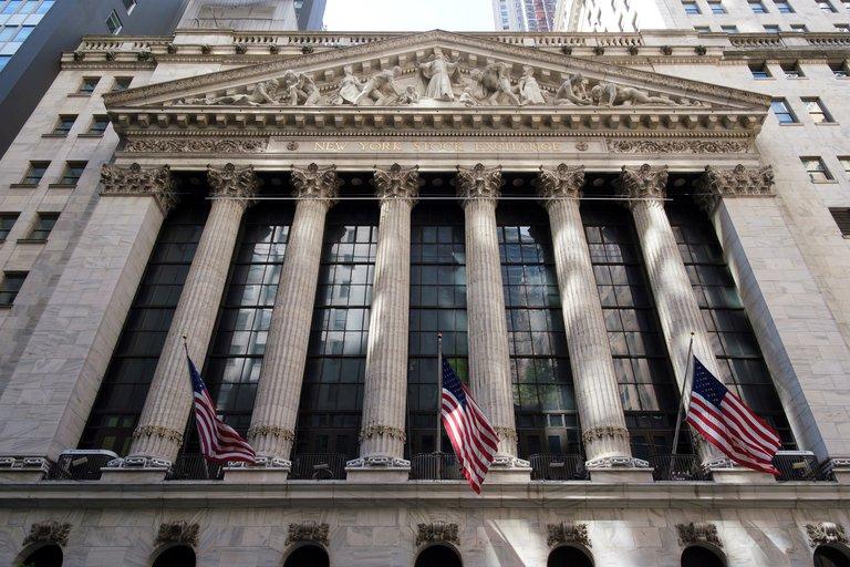 Wall Street cerró con una fuerte caída del 2,8% en medio del aumento de casos de coronavirus y las nuevas restricciones en el sur de Estados Unidos