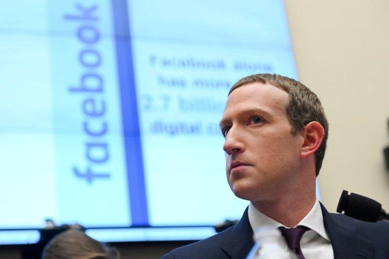 Tras el boicot de varias empresas, Facebook dio marcha atrás y anunció que incorporará advertencias ante los mensajes de odio